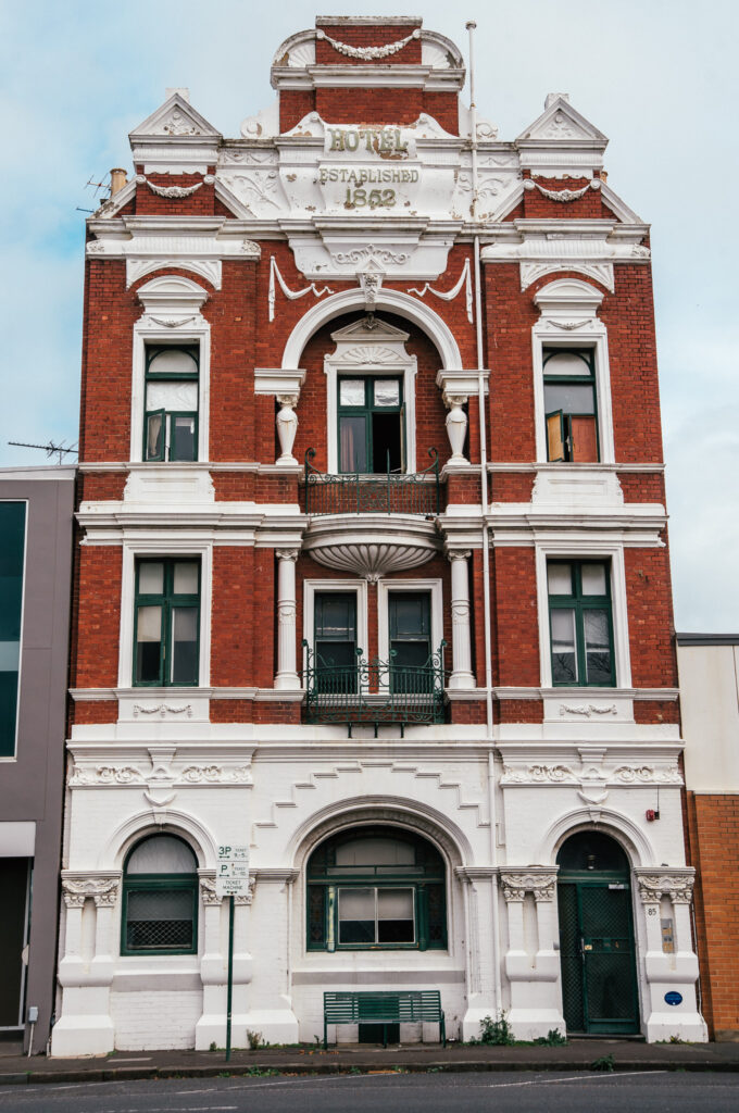 old victorian hotel in Williamstown
